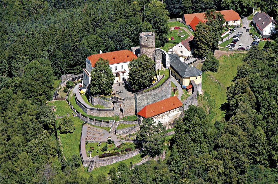 Chcete bydlet na strašidelném hradě? Vydejte se na Svojanov