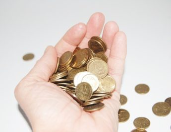 Čtyři zlozvyky, které nám kradou peníze z peněženky