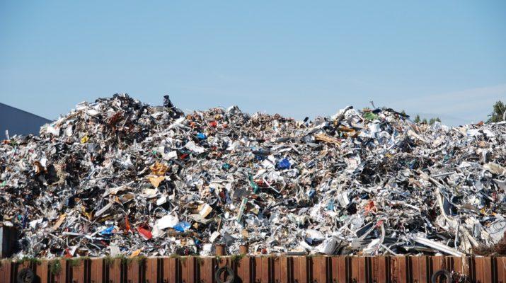 Kam s nebezpečným odpadem po demolici?